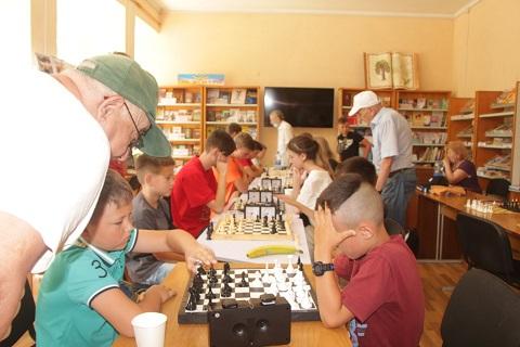 У міському шаховому турнірі взяли участь 17 дітей з Охтирки, Черкас та Тростянця